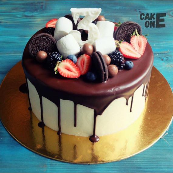 Торт с шоколадной глазурью и маршмеллоу