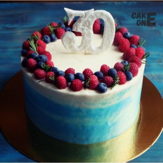 Торт на 30 лет с ягодным венком