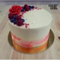 Белый торт с красной розой
