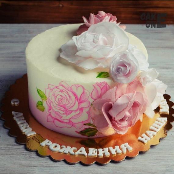 белый торт с большими розами