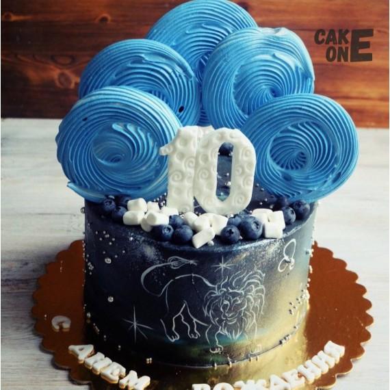 Черный торт с изображением льва и голубым зефиром
