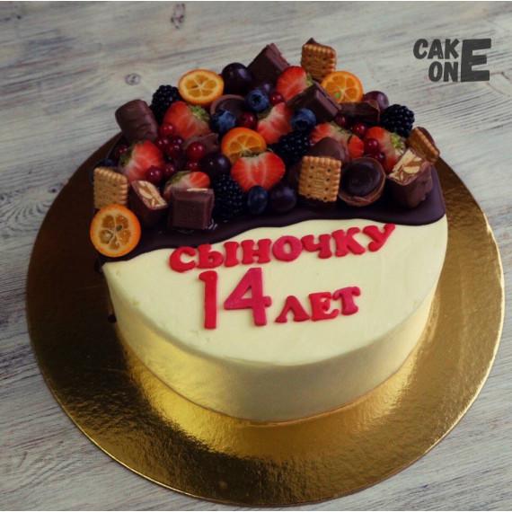 Торт с печеньем и ягодой