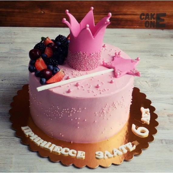 Торт с розовой короной и волшебной палочкой