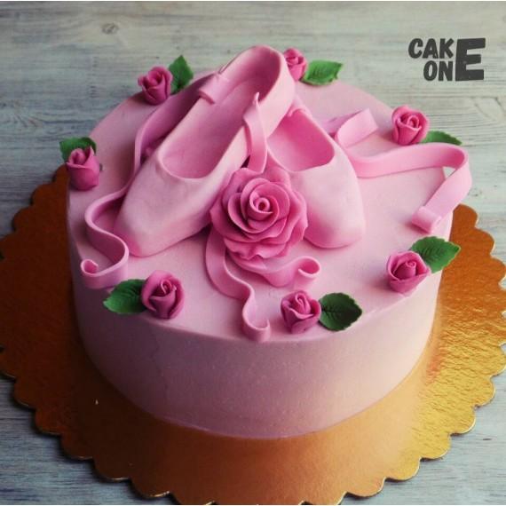 Торт с пуантами и розой