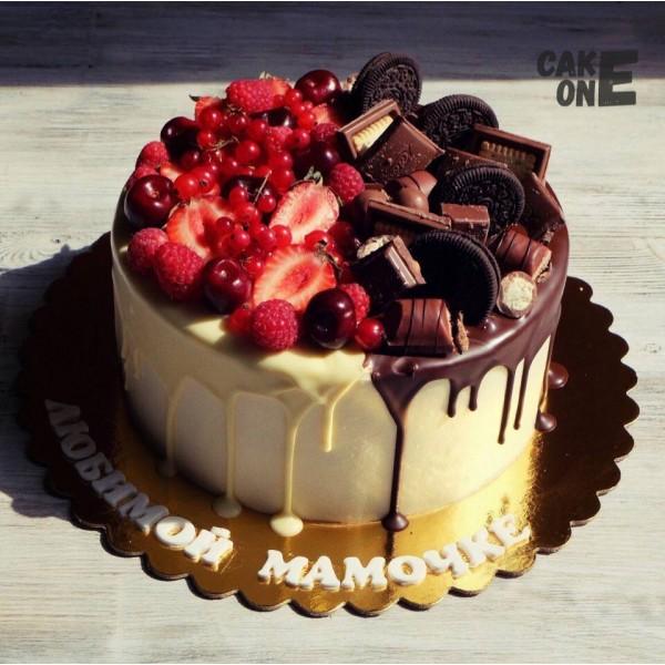 Торт с ягодой и шоколадом