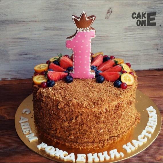 Торт с посыпкой на 1 год