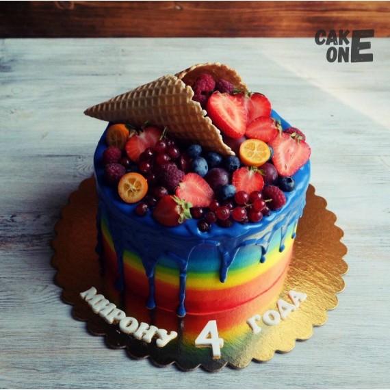 Торт-радуга с вафельным рожком