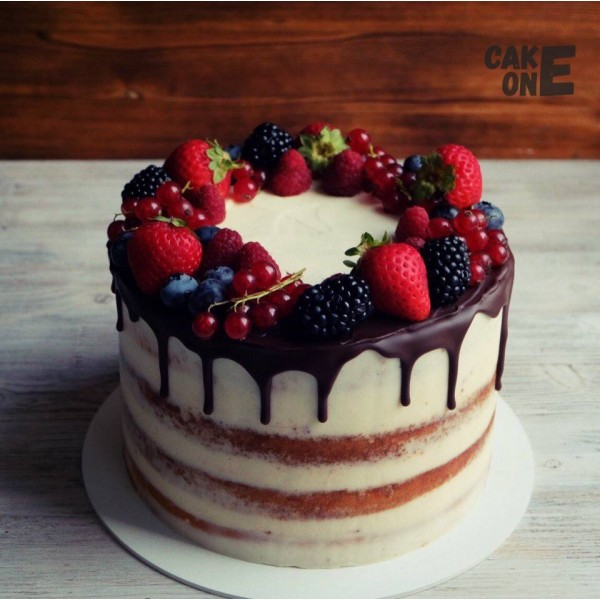 Торт из коржей с верком из ягод