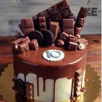 Торт с шоколадной глазурью и шоколадом