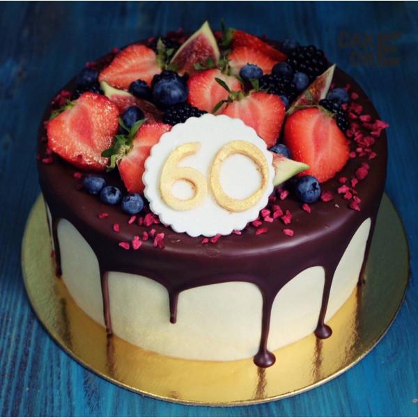 Торт с ягодой на юбилей