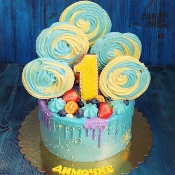Голубой торт с желто-голубым зефиром