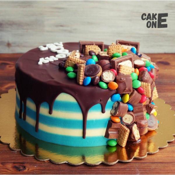 Полосатый торт со сладостями