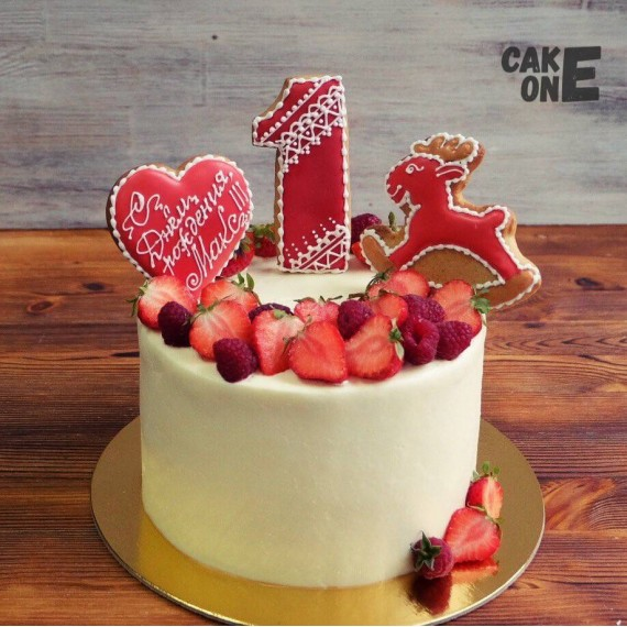 Торт с оленем и сердцем