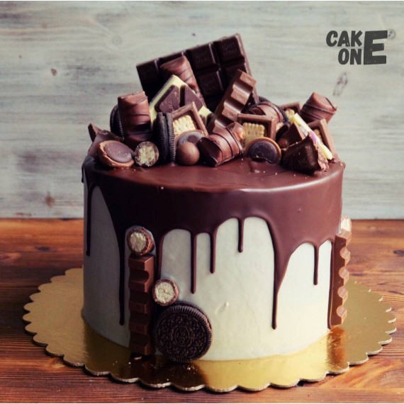 Белый торт с россыпью шоколада
