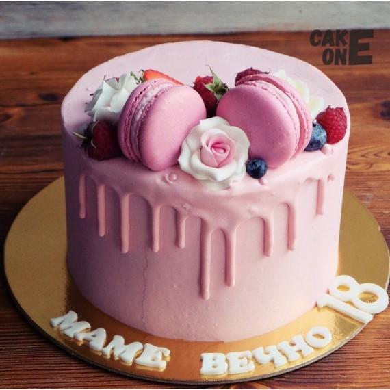 Торт с розами и макарунами
