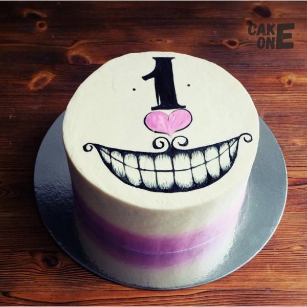 Торт с нарисованной улыбкой