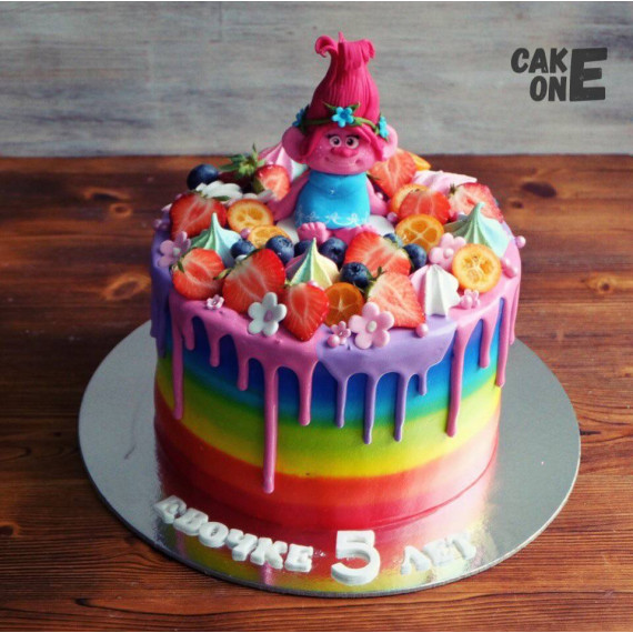 Торт-радуга с Троллем