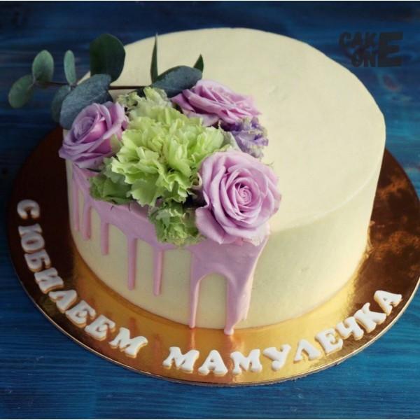 Торт с цветами и зеленью