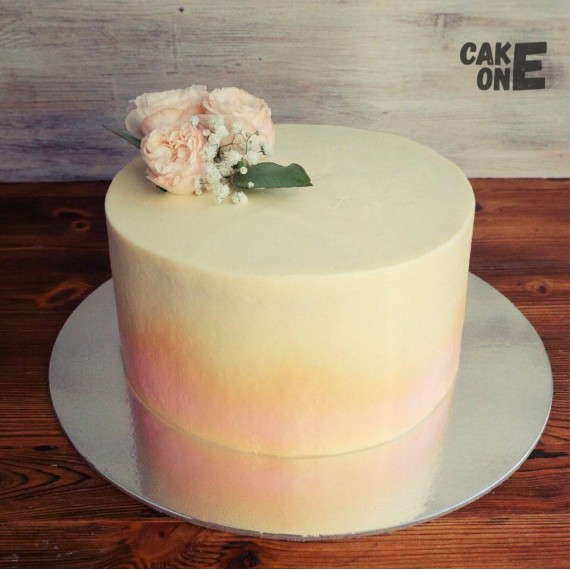 Персиковый торт с бутоньеркой