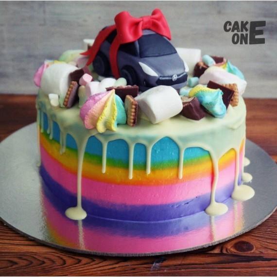 Торт-радуга с машиной и сладостями