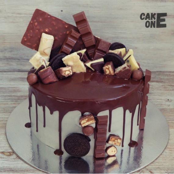 Торт с россыпью шоколада