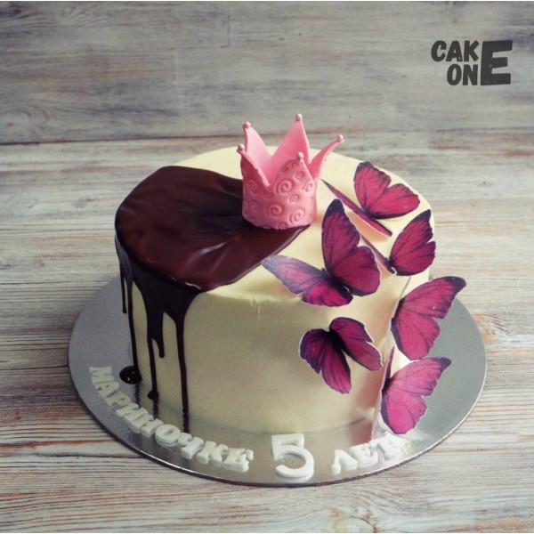 Торт с короной и бабочками