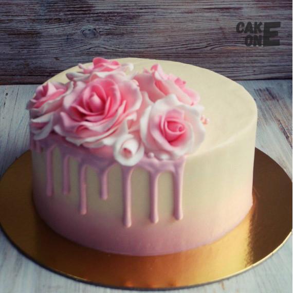 Торт с букетом роз