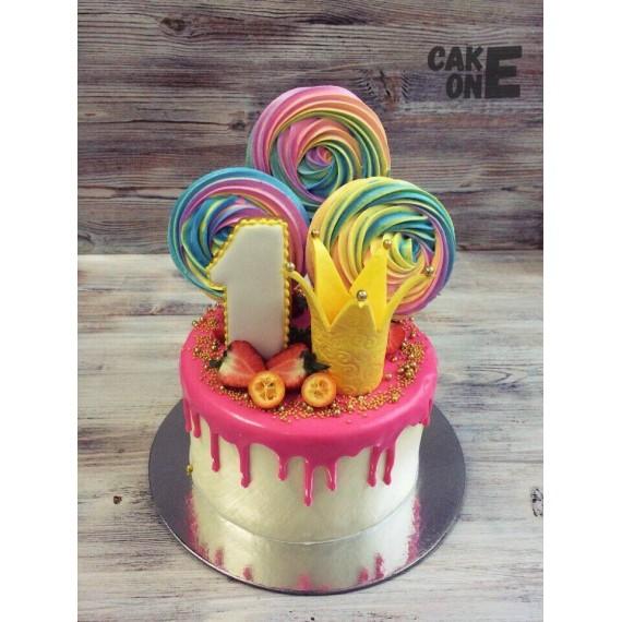 Торт с короной и разноцветным зефиром